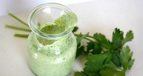 Aderezo-de-yogur-cilantro-y-limón-500x265
